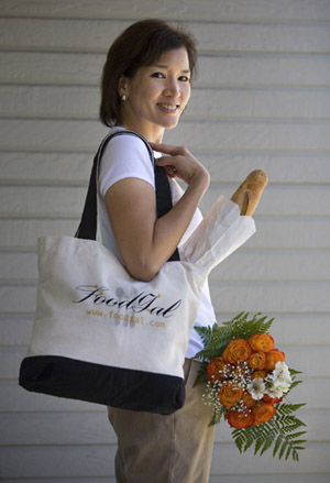 Introducing the posh Food Gal tote bag. Photo by Joanne Hoyoung-Lee.