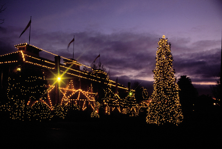 Yountville sparkles for the holidays.