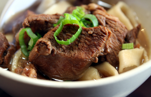 The cooked hand-pulled noodles with savory beef.