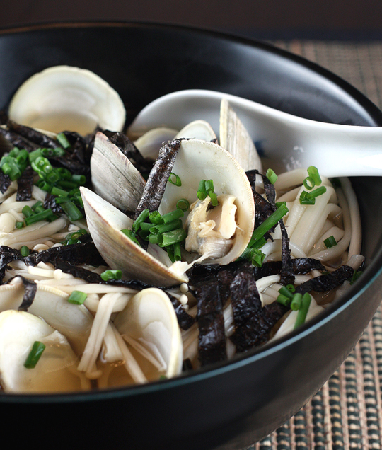 What would you pair with this warming bowl of clam udon?