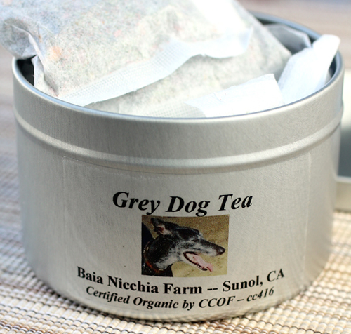 The tea bags come in gift tins or compostable containers.