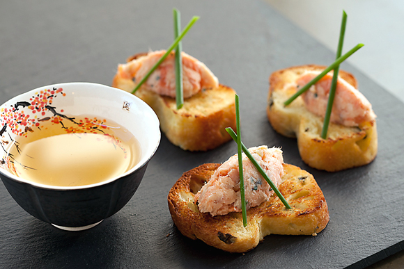 Salmon rillettes with seaweed brioche -- with oolong tea. (Photo by Justin Lewis)