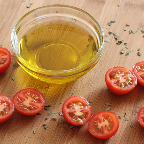 Luscious organic, local olive oil from Northern California by Sorelle Paradiso. (Photo courtesy of Daily Gourmet)