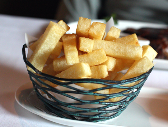 Fries come with creamy bernaise sauce to dip into. (Photo by Carolyn Jung)