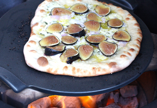 Fresh figs top this pizza.