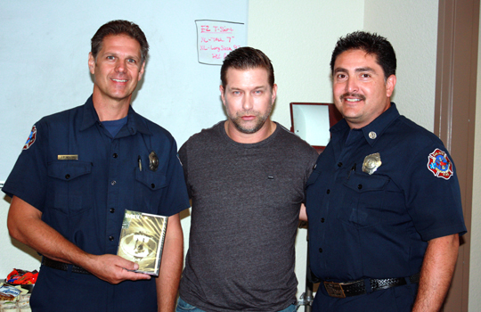 Baldwin posing for pics between takes with a couple of San Jose's finest.
