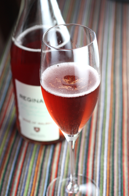 A spritzy sparkling wine made unexpectedly from a quite robust grape.