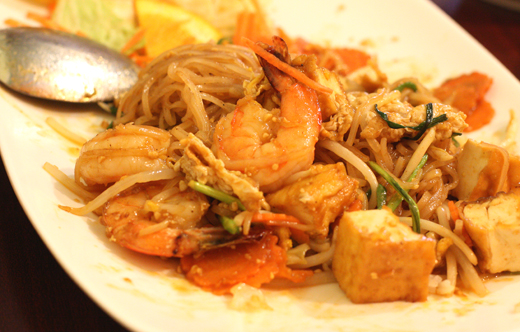 Pad thai with shrimp and tofu.