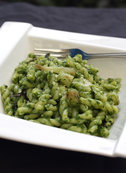 How beautiful is the hue of this ramp pesto pasta?
