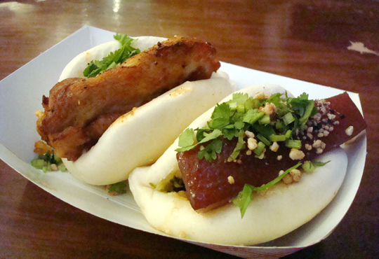 Steamed buns filled with fried chicken (back) and pork belly (front).