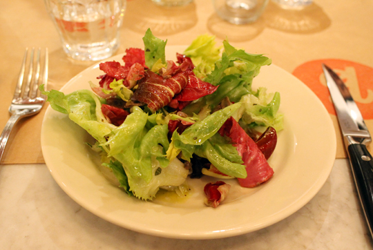 Chicory salad with chicken hearts.