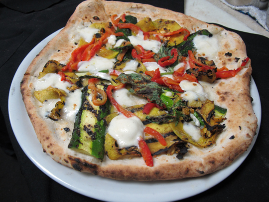 Zucchini, pepper and mozzarella pizza at Doppio Zero. (Photo courtesy of the restaurant)