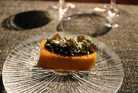 Smoked brioche with caviar.