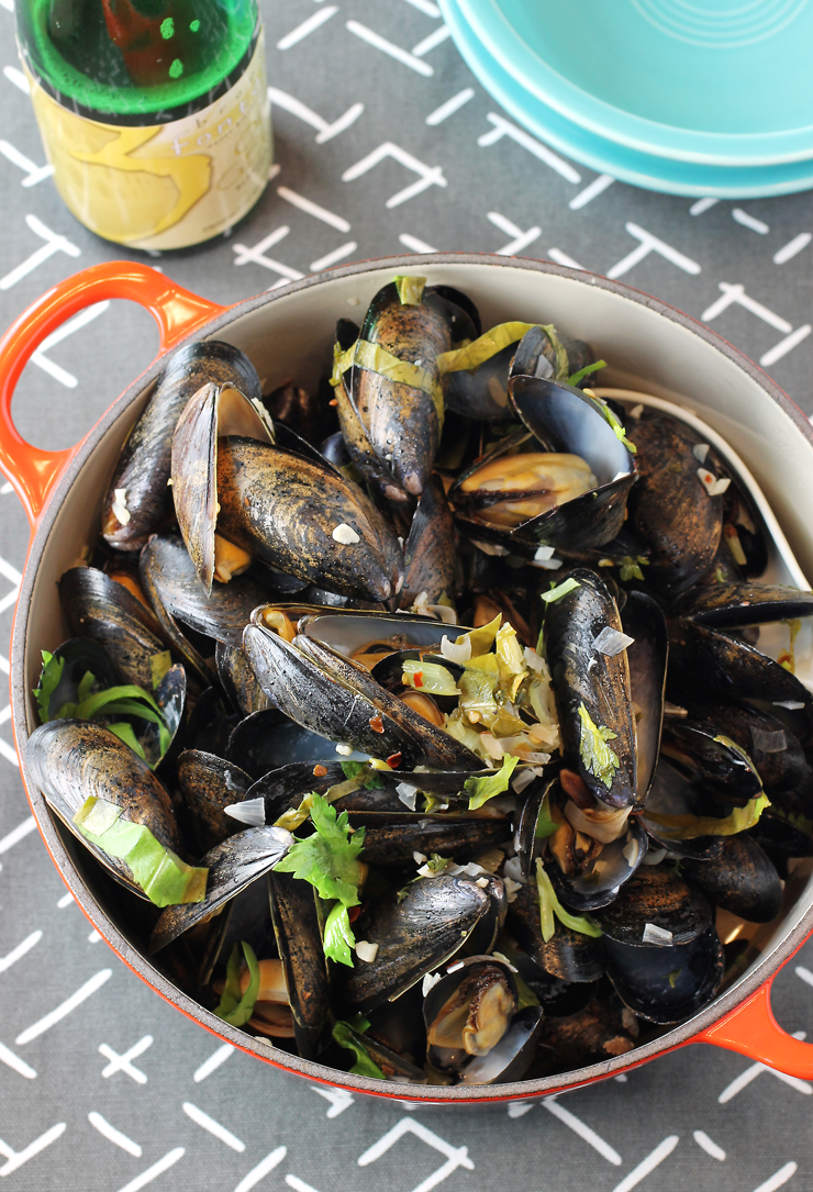 Dinner in mere minutes: A big pot of mussels cooked in sour beer.