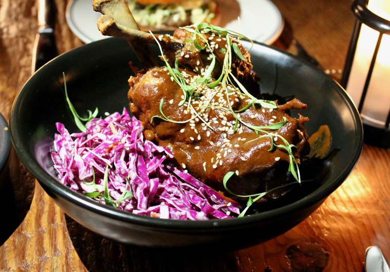 Fried chicken sauced with mole.