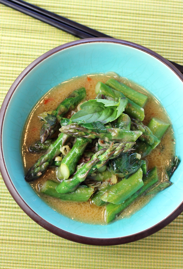 Enjoy asparagus in a velvety coconut sauce with lemongrass and garlic.
