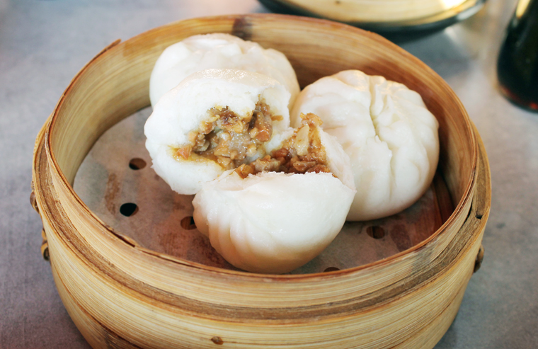 Steamed pork buns with an unlikely ingredient.