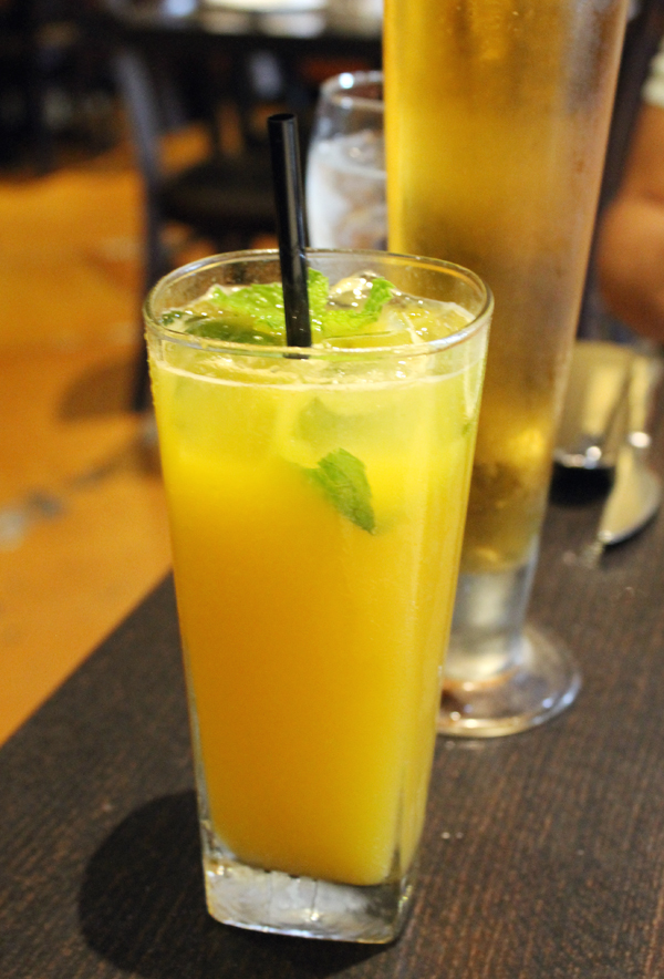 A specialty mango drink that's non-alcoholic.