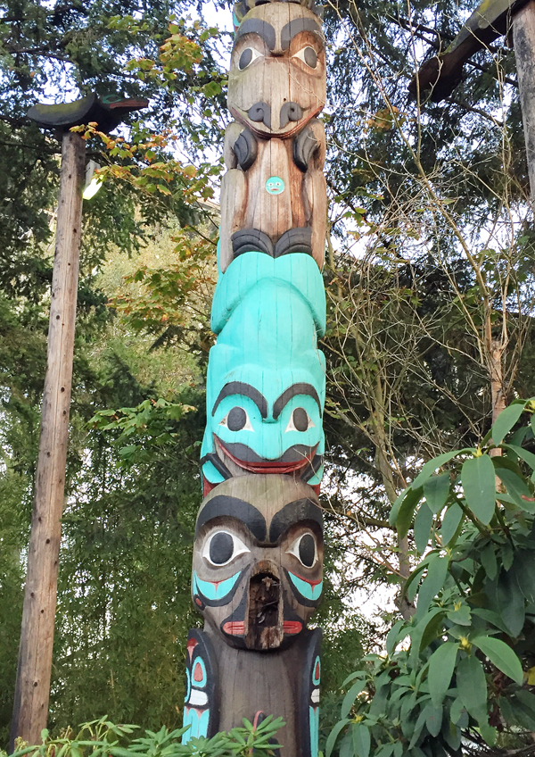 Totem pole outside Ivar's Salmon House.