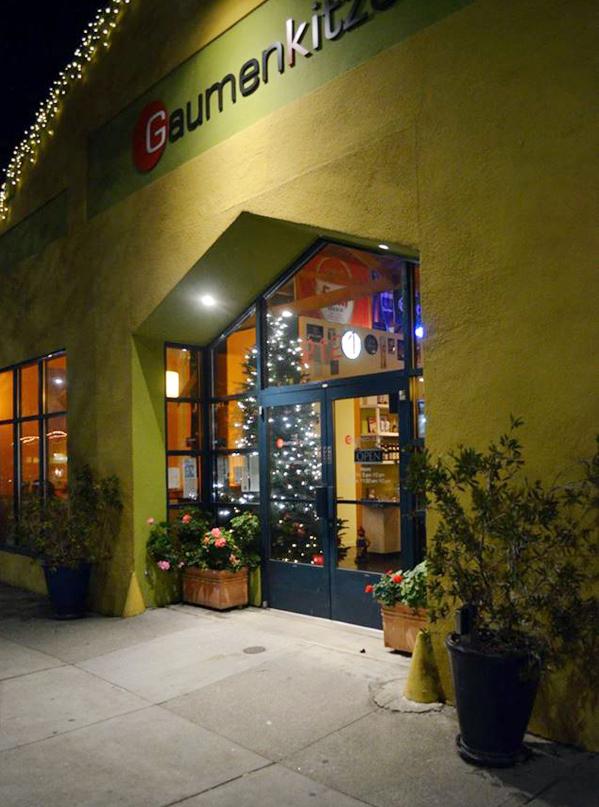 The happy-hued exterior. (photo courtesy of Gaumenkitzel)