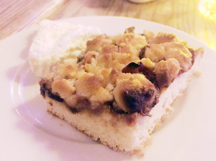 A coffee cake-like streusel.