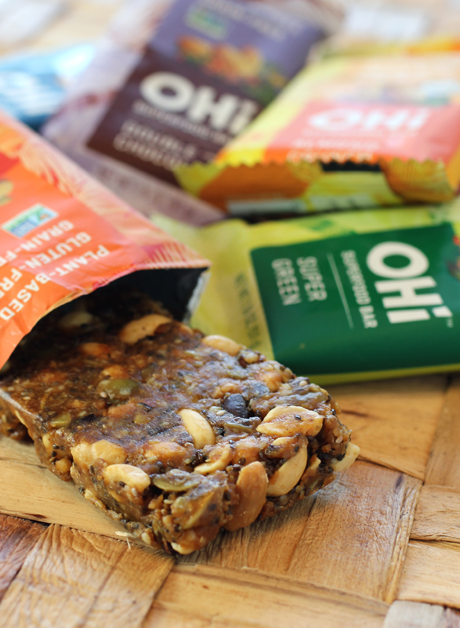 Ohi Superfood Bar in Peanut Butter Mesquite flavor.