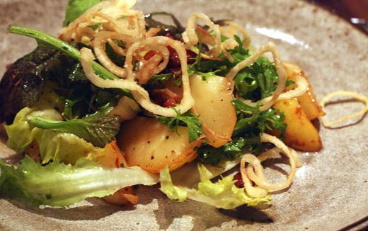 Pear salad with crispy shallots.