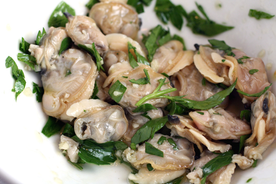 The simple and spectacular clam topping.