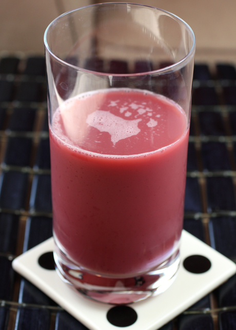 A dragon fruit juice that's a brilliant fuschia color. (Photo by Carolyn Jung)