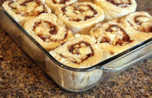 The slices are arranged artfully in rows in the pan before baking.