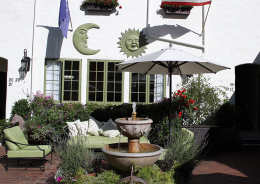 The inviting courtyard.