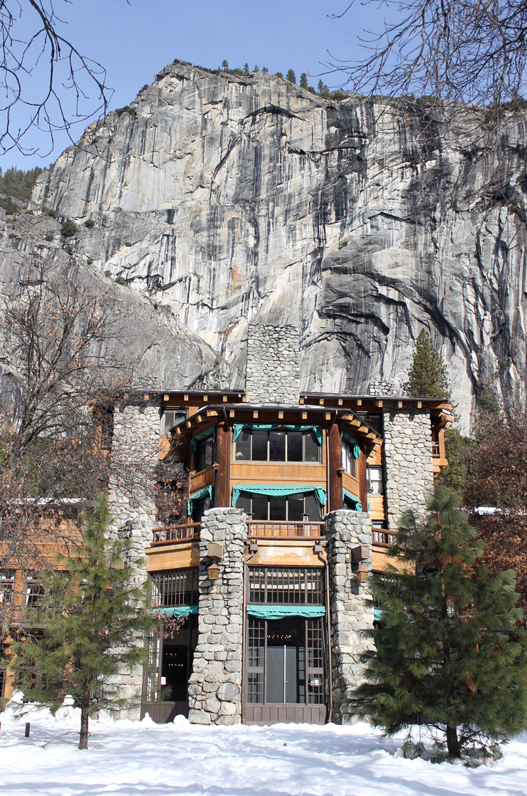 The Ahwahnee looking as it should in winter.