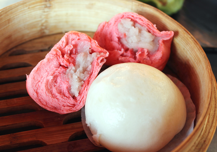 A filling of thick, creamy taro.
