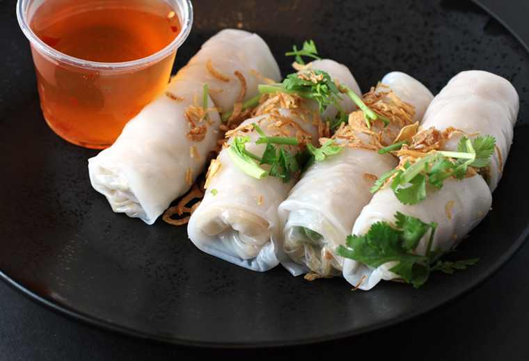 Rice crepes filled with shredded pork.
