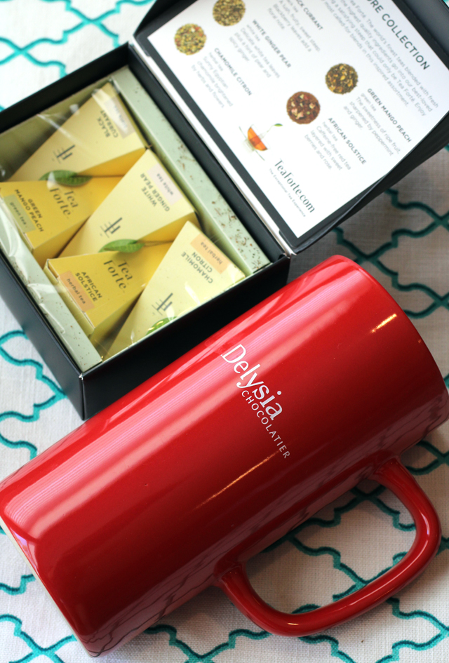 The enormous mug and tea sachets that are included.